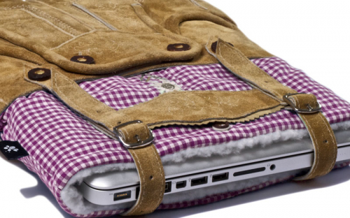 Lederhosen MacBook hoes 3